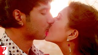 Scene: It is wrong to kiss on the 1st date? | Shuddh Desi Romance | Sushant Singh Rajput | Parineeti