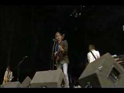 Razorlight - Don&#039;t Go Back To Dalston  (Live at Reading 2004