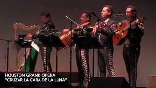 The Houston Grand Operas Cruzar la Cara de la Luna