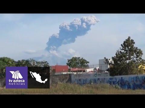 Siguen las fuertes exhalaciones de humo en el Volcán de Colima