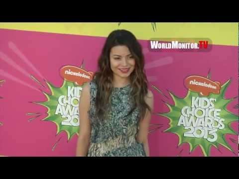 Miranda Cosgrove so gorgeous arrives at Nickelodeon Kids' Choice Awards 2013