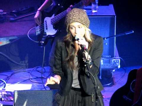 The Lonely by Christina Perri, Chicago, The Vic 4-28-11 video by Sam Bernero (toni7babe)