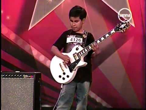 Niño Ciego Toca Guitarra  Electrica Como Profesional