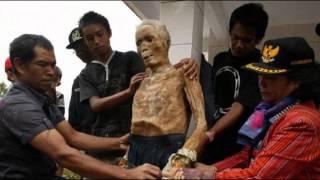 Aneh Tapi Nyata Mayat Berjalan di Tana Toraja