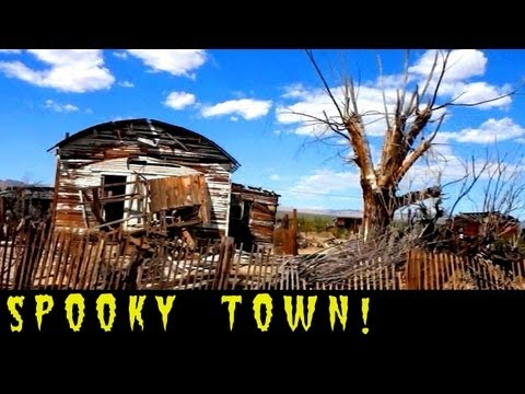 Spooky Creepy Town Just Past Area 51 in Nevada Desert! Semi-Abandoned Town - A Second Look