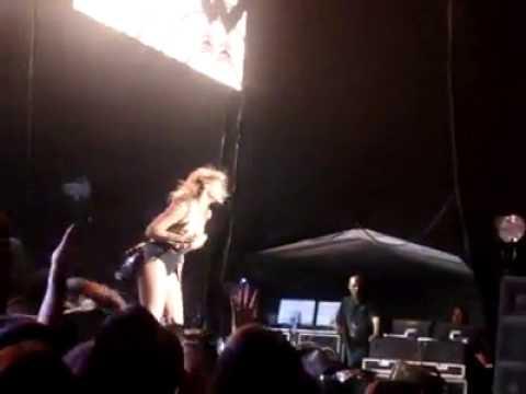 Beyonce Crazy In Love BH Brazil Samba thumbnail