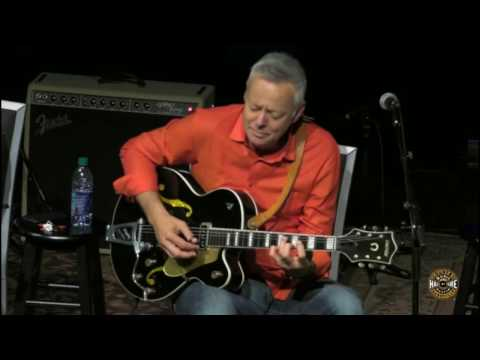 Tommy Emmanuel Plays Chet Atkins' Dark Eyes Guitar at The Country Music Hall of Fame ~ Nashville