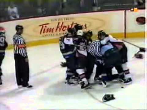 Hockeyfighters.cz  Gino Odjick vs Dominik Hasek.wmv