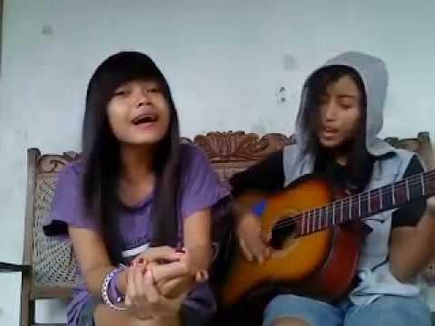 Gadis cantik bersuara merdu (Nyanyiin lagu ciptaan sendiri