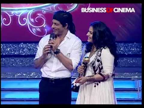 Kajol accepts award from Shah Rukh Khan on Ajay Devgn's behalf