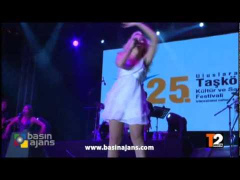 Kastamonu Taşköprü Festivali 2011 Hadise Siyahi Dansçı ile Erotik Dans