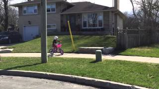 Sophia takes her training wheels off! Pt1