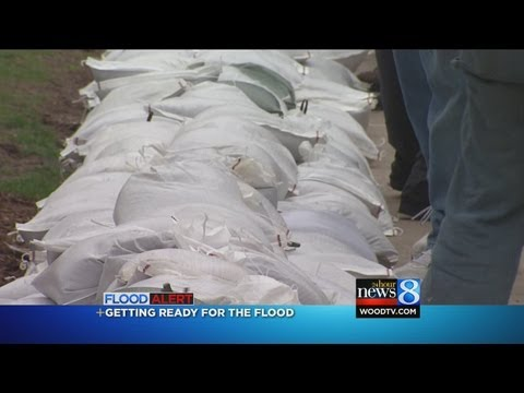 Grand Rapids preparing with sand bags in case flooding hits