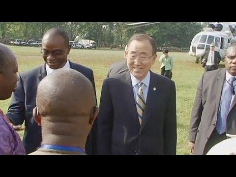 Ebola, Ban Ki-moon in Sierra Leone: non discriminate gli operatori sanitari che rischiano la vita