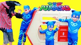 PJ Masks 3 Little Pigs Story with Catboy & Big Wolf in Huge Playhouse
