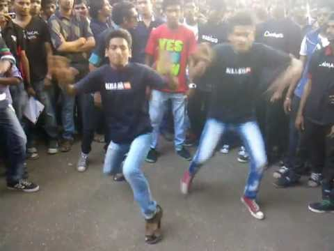 Mood Indigo 2012 - Superb B-boying dance by students @ IIT Mumbai