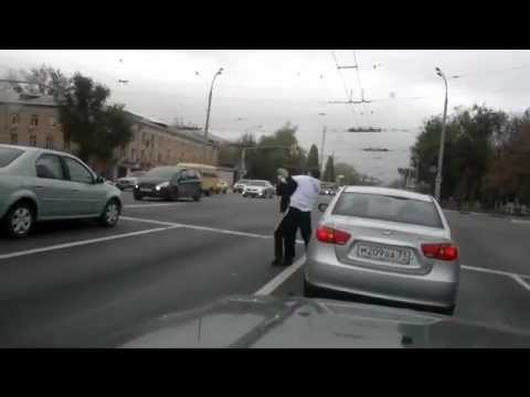 PELEAS  EN PLENO TRAFICO