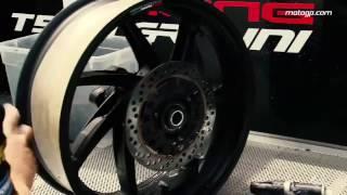 Cùng xem các anh thợ máy rửa xe MotoGP