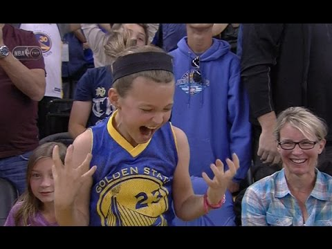 Stephen Curry hits late three-pointer, little girl goes nuts: Phoenix Suns at Golden State Warriors