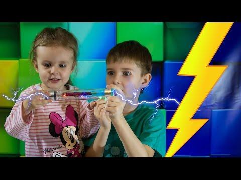 ЭЛЕКТРИЧЕСКАЯ ПАЛОЧКА - проводим ОПЫТЫ ДЛЯ ДЕТЕЙ с электричеством в ДОМАШНИХ условиях
