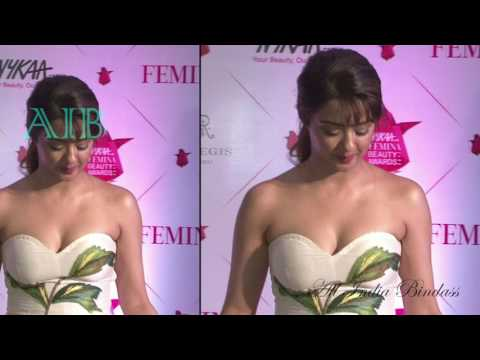 Surveen Chawala HOT Off Shoulder Dress At Nykaa Femina Beauty Awards