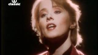 Watch Suzanne Vega Marlene On The Wall video