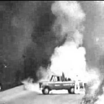 Eddie Sachs Crash Photos http://www.vxv.com/video/Ucx3ZlhQnPL5/eddie-sachs-and-dave-macdonald-fatal-crash-indy-500-1964.html
