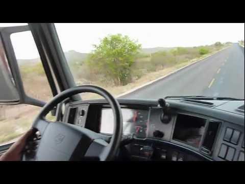 Dirigindo Volvo FH 440 Automatico 2012