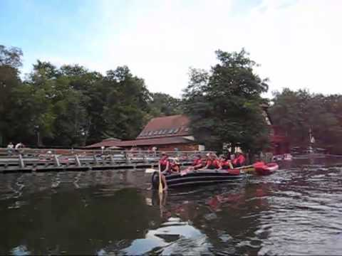 Kanutour auf der Regnitz in Bamberg. Canoetour on the Regnitz river in Bamberg.