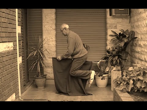 Levitacion sobre una escoba (Truco revelado)--Levitation on a broomstick (Trick revealed)