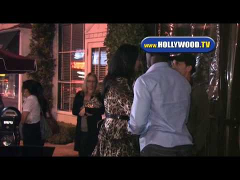Djimon Hounsou and Girlfriend leave Il Sole. Video