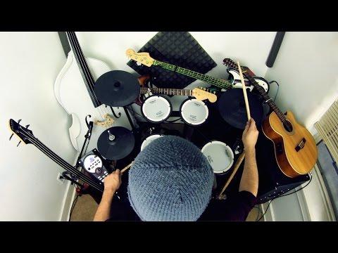 ドラム&ギターを一人で!?ロックな超絶神業パフォーマンス