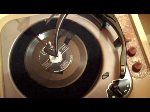 1950s Magnavox CP251M tube record player demonstration