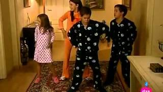 Ana y Los 7 ~ Amelia y sus amigas bailan en la casa