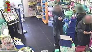 Cerignola, poliziotto sventa rapina in farmacia il video