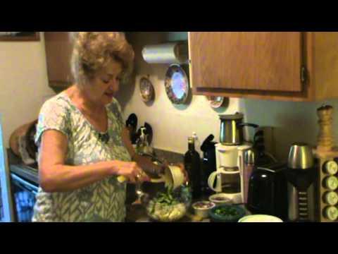 Как приготовить салат из печени трески - видео