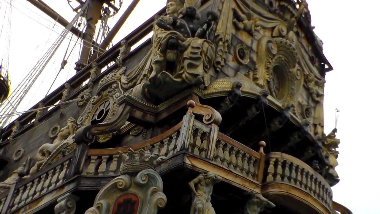 Il galeone dei pirati al porto antico genova 4 4 2013 for Disegni di case dei caraibi