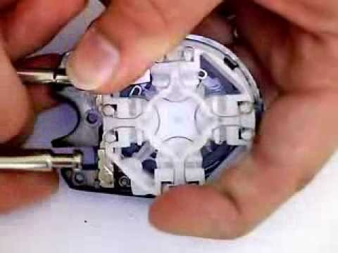 Master Lock Speed Dial combination padlock disassembled