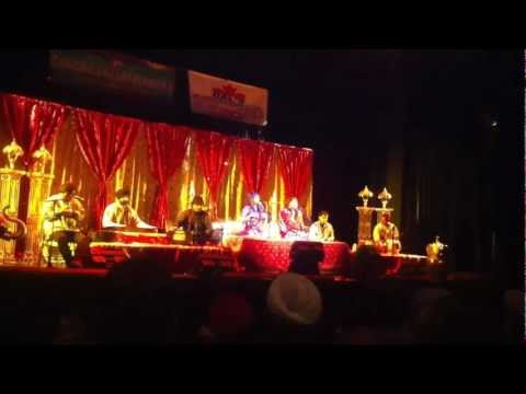 Jyoti Nooran And Sultana Nooran Live In Abbotsford,bc,canada (kuli Rah Vich Pai) On 25th Nov. 2012 video