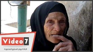 بالفيديو..قصة امرأة هزمت السن و الزهايمر..عمرها 85 عاما و تبيع الطوب والرمل لتعول 21 حفيدا