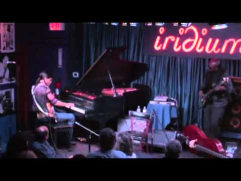 Stanley Jordan Trio - I Kissed A Girl (Katy Perry) - Live at Iridium 10.19.11