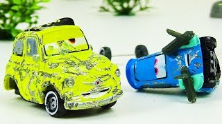 Luigi and Guido Crash & Repair!  Disney Cars Toys Video for Kids