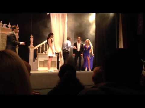 Videos: Las románticas escenas de Nito Artaza y Cecilia Milone en teatro