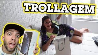 TROLLEI MINHA IRMÃ DANDO UM IPHONE X FAKE DE NATAL!!