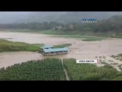 Detik-detik Rumah Makan Terseret Banjir Bandang