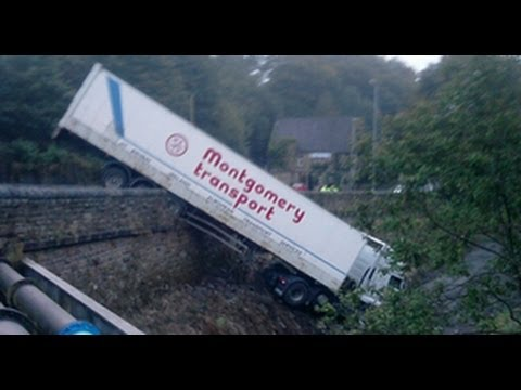 Stupid lorry driver runs trailer off Schaad road [Really Stupid driver]