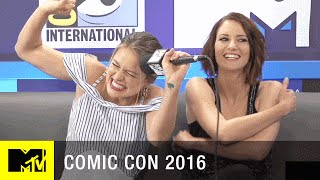melissa benoist sings a recap of supergirl season 1 comic con 2016 mtv