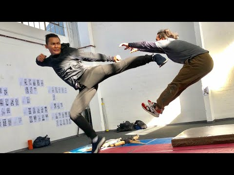 Tony Jaa Ong-bak Amazing Training video