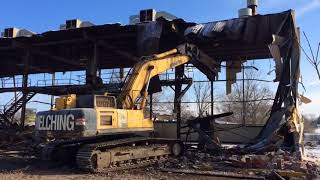 Crews demolish vacant building along Muskegon lakeshore