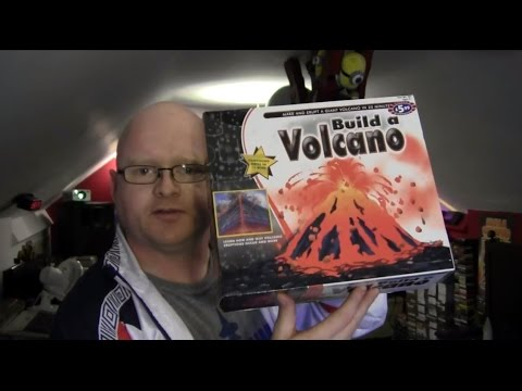 MAKE A VOLCANO!! (B & M Science Kit Review)